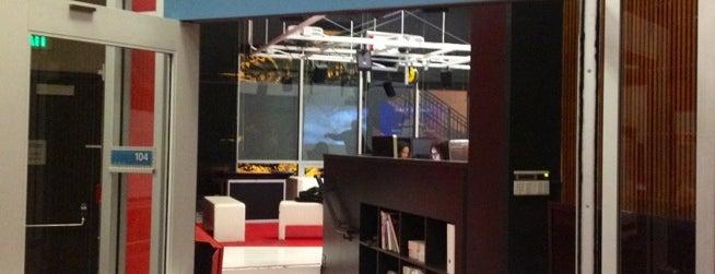 Annenberg Digital Lab is one of สถานที่ที่ Brittany ถูกใจ.