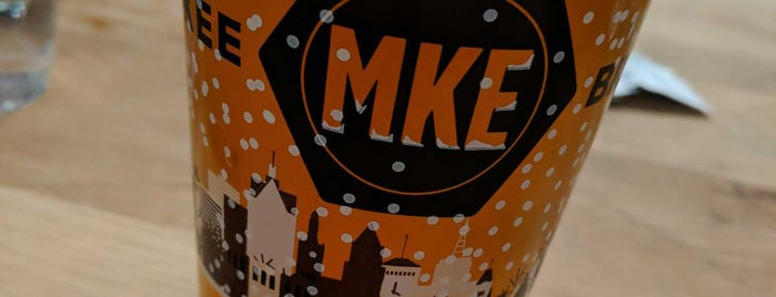 Milwaukee Brewing Company is one of Locais curtidos por Rob.