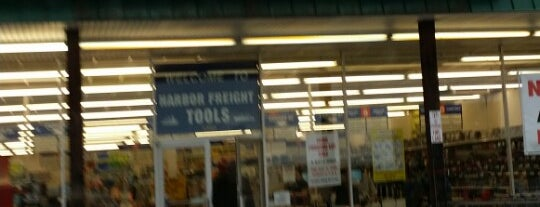 Harbor Freight Tools is one of Lugares favoritos de Bill.
