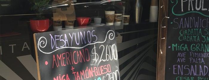 Delirio Café is one of Tempat yang Disukai Daniela.