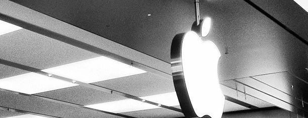 Apple Boca Raton is one of สถานที่ที่ Tammy ถูกใจ.