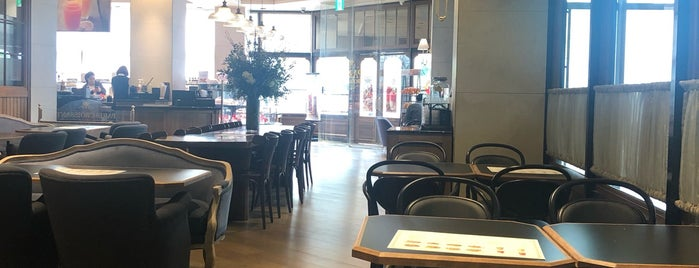PARIS CROISSANT Café is one of Locais curtidos por Kyusang.