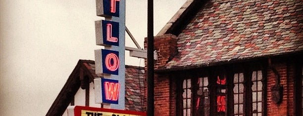 Catlow Theater is one of Rockin the suburbs.