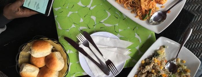 Romina Restaurant is one of Orte, die Elias gefallen.