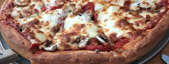 Oley's Pizza is one of Orte, die Aaron gefallen.