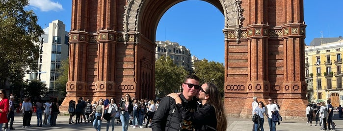 L'Arc de Triomf is one of Barcelona.