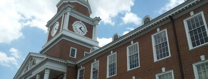 Roberts Hall is one of Lugares favoritos de Toon.