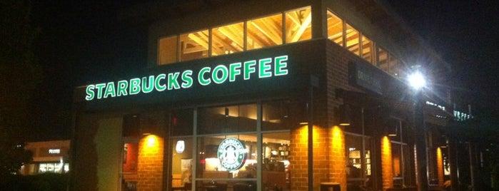 Starbucks is one of George 님이 저장한 장소.