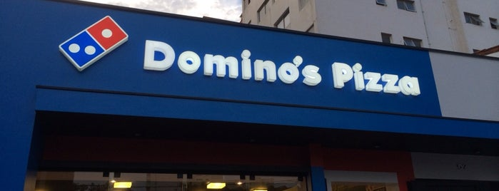 Domino's Pizza is one of Locais curtidos por Isa.