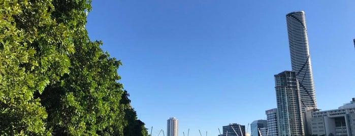 South Brisbane Hotel is one of Lugares favoritos de Thiago.