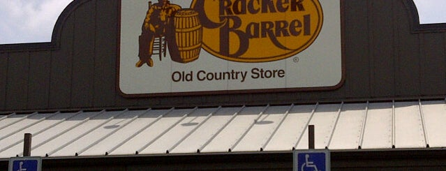Cracker Barrel Old Country Store is one of Brian : понравившиеся места.