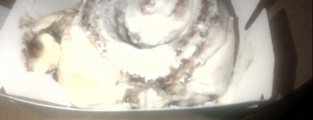Cinnabon is one of lecker nomnom.