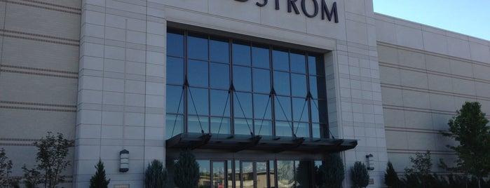 Nordstrom is one of Lugares favoritos de Juan.