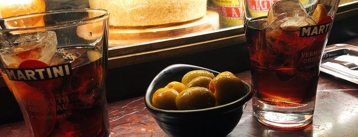 Café Comercial is one of Locais curtidos por Daniel.