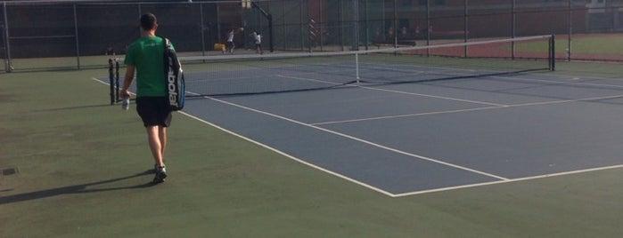 Hoboken Tennis Courts is one of Lieux sauvegardés par Alejandra.