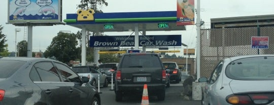 Brown Bear Car Wash is one of Tempat yang Disukai Daniel.