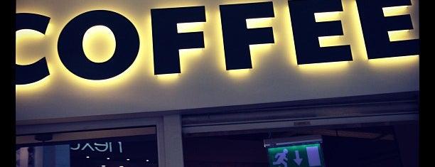 Starbucks is one of Tempat yang Disukai Lamya.