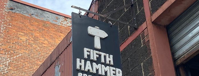 Fifth Hammer Brewing Company is one of Lugares favoritos de Armando.