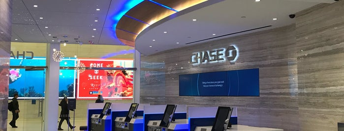 Chase Bank is one of สถานที่ที่ Michael ถูกใจ.
