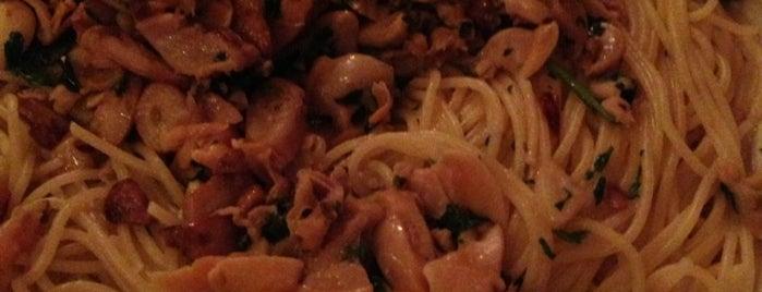Carmine's Italian Restaurant is one of NY FOOD.