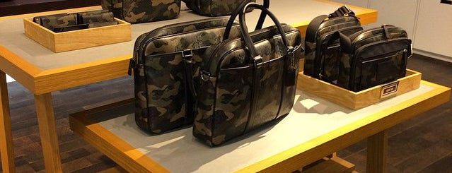 COACH Outlet is one of Lugares favoritos de Joao.