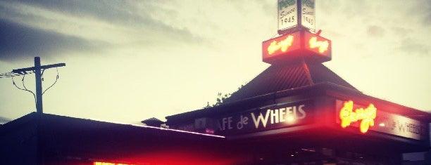 Harry's Cafe De Wheels is one of สถานที่ที่ Nate ถูกใจ.