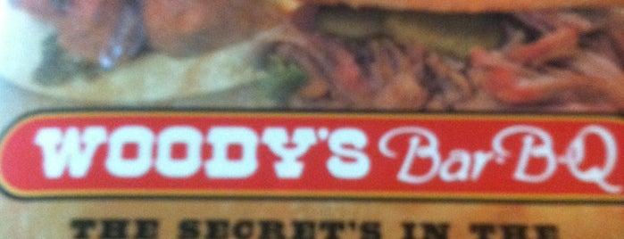 Woody's Bar-b-que is one of Locais salvos de Lizzie.