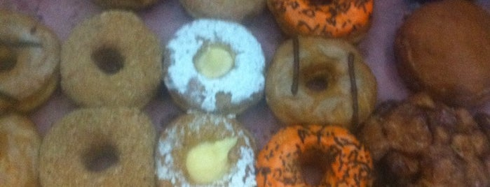 Fortes Donuts is one of Victor Alejandro 님이 좋아한 장소.