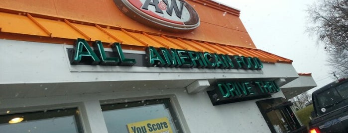 A&W Restaurant is one of Paulina's Saved Places.