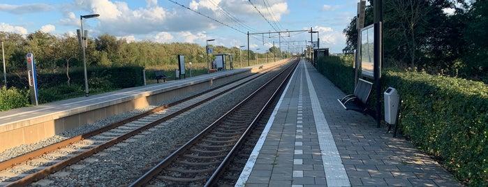 Station Grou-Jirnsum is one of Friesland & Overijssel.