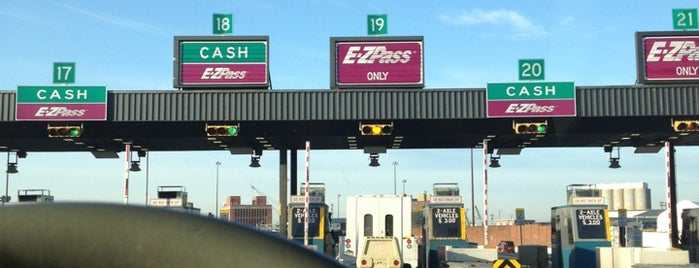 Fort McHenry Tunnel Toll Plaza is one of Locais curtidos por Sunjay.