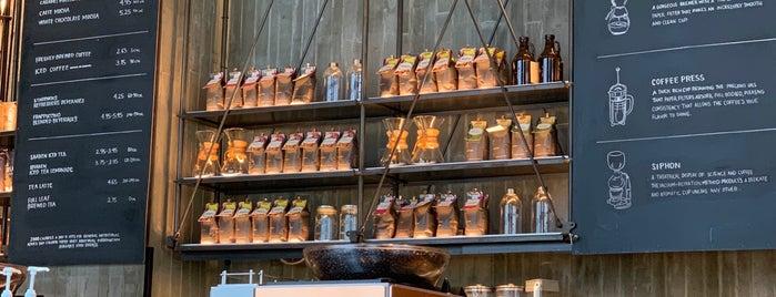 Starbucks Reserve is one of Lieux qui ont plu à N.