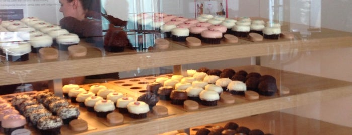 Sprinkles Cupcakes is one of Lugares favoritos de Vincent.