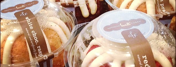 Nothing Bundt Cakes is one of Orte, die Tim gefallen.