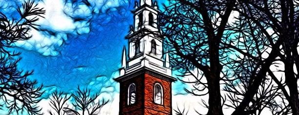 Гарвардский университет is one of Boston.