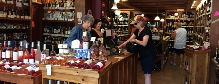 Woodstock Wine & Liquors is one of Locais curtidos por Sandeep.