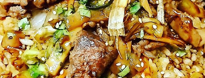 Fiesta Manila Bar  And Restaurant is one of Orte, die alejandro gefallen.
