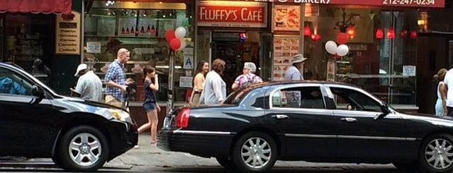 Fluffy's Cafe & Pizzeria is one of Posti salvati di Emily.