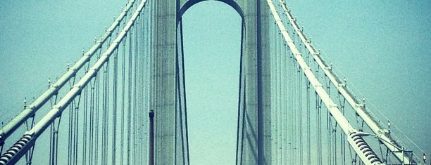 Puente Verrazano-Narrows is one of Lugares favoritos de Jason.
