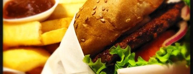 BERGS Gourmet Burgers is one of Lugares favoritos de Ben.