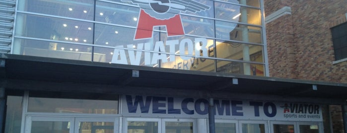 Aviator Sports & Events Center is one of Lugares favoritos de Karen.