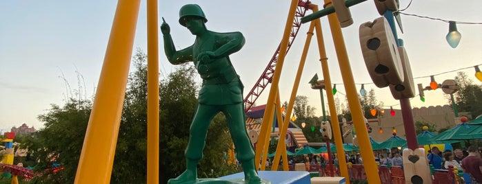 Slinky Dog Dash is one of Tempat yang Disukai Lindsaye.