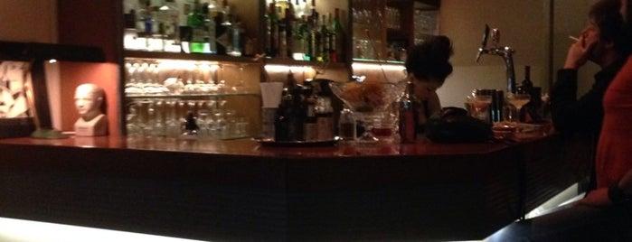 The Bitters Bar is one of Orte, die Kyriaki gefallen.