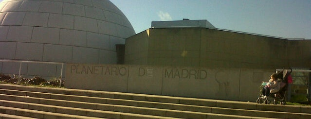 Planetario de Madrid is one of 101 sitios que ver en Madrid antes de morir.