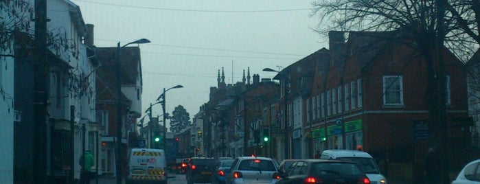 Newport Pagnell High Street is one of Tempat yang Disukai Reeta.