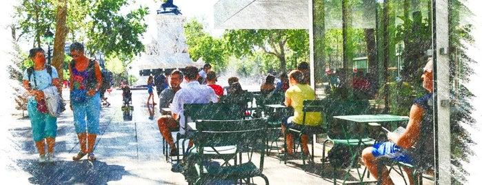 Café Fluctuat Nec Mergitur is one of Brunchs.