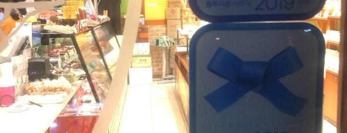 토모니 베이커리 is one of Seoul,north.