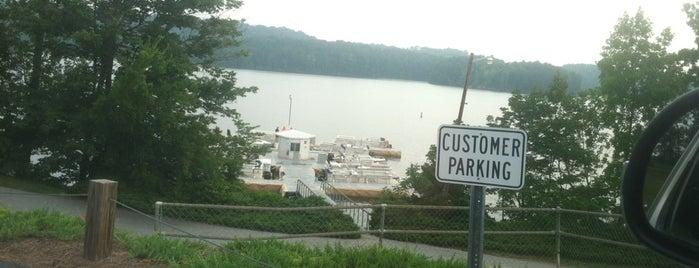 Harbor Light Marina is one of Orte, die Ken gefallen.