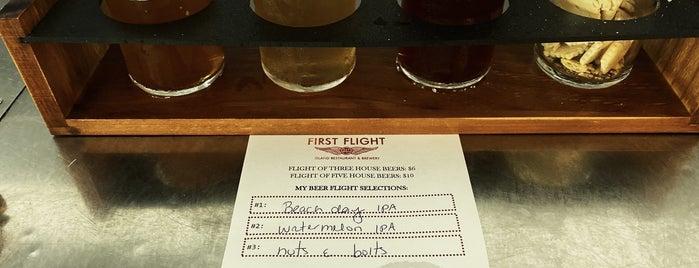 First Flight Island Restaurant & Brewery is one of สถานที่ที่ Michelle ถูกใจ.