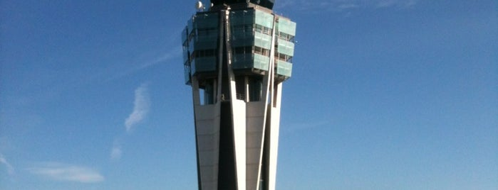 Aeropuerto de Santiago de Compostela is one of Analu 님이 저장한 장소.